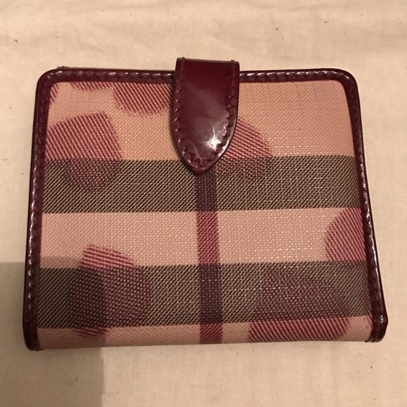 3d1f4c9cdbe8 Burberry Handbags - Burberry Nova check heart canvas compact wallet